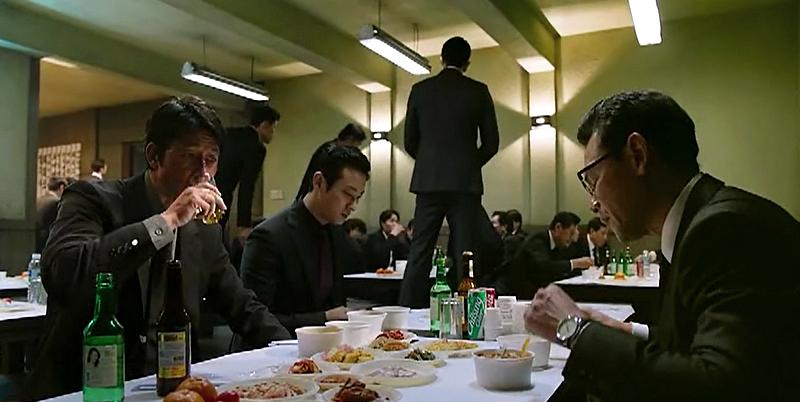Extrait du film «Asura, the city of madness». Exemple de service de restauration