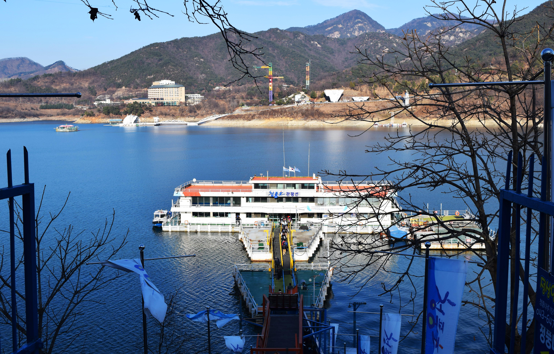 Ferry sur le lac de Jecheon