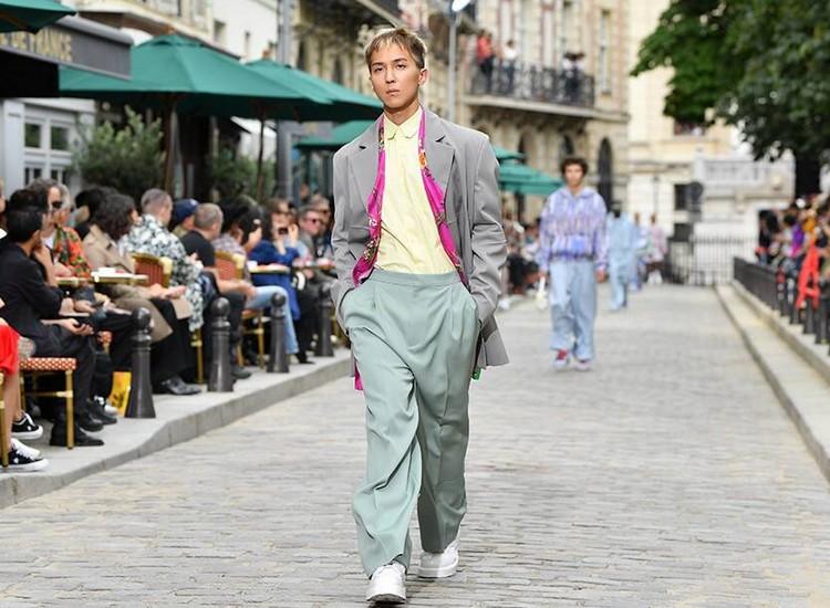 Mino, WINNER, lors du défilé Louis Vuitton