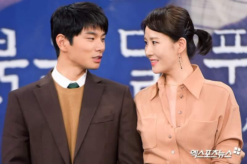 Lee Yi Kyung et Kim Sun A dans les rôles du policier Kang Ji Hun et de la pédopsychiatre Cha Woo Kyung (Children of Nobody)