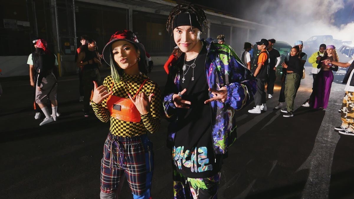 j-hope et Becky G pour Chicken Noodle Soup