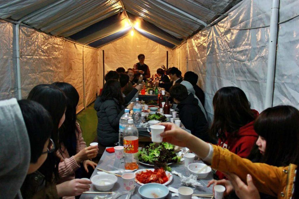 Repas commun pendant le MT (Membership Training) - éducation coréenne