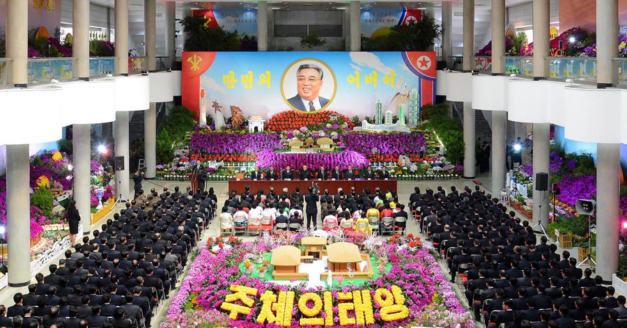 """Exposition de fleurs pour le festival """"Kimilsungia-Kimjongilia"""